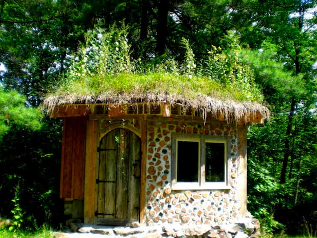 Hobbit House: Enchanting Cabin in the Forest