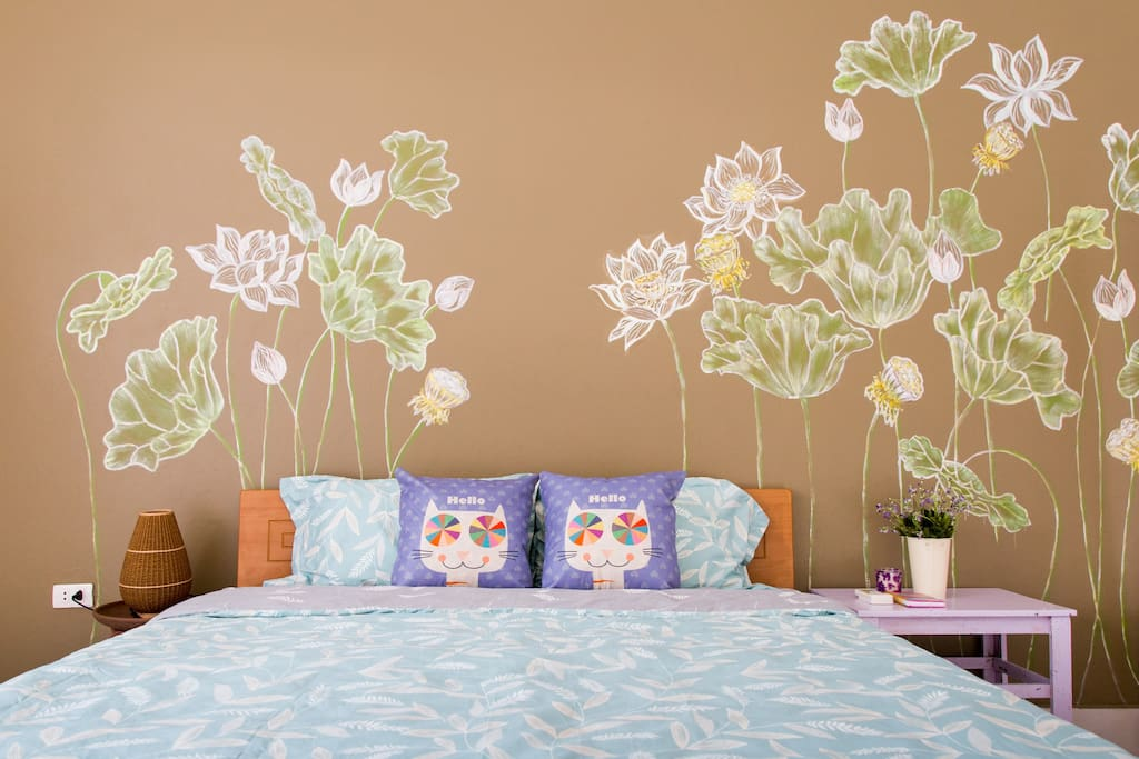 Do you like to sleep in the lotus garden? My room will bring you there.