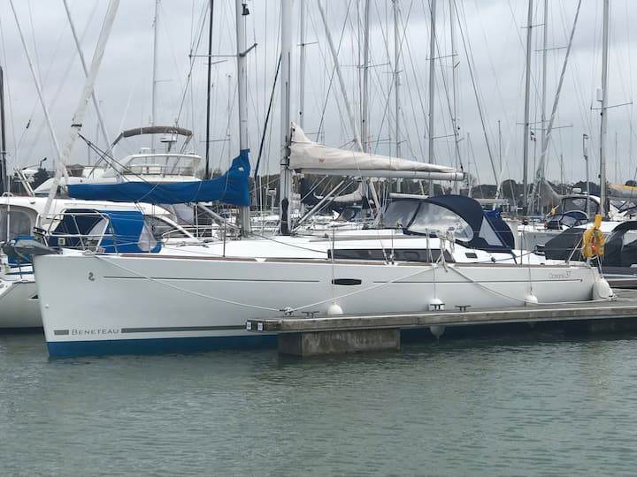 Beautiful modern new Yacht to stay on in Hamble