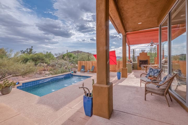CAVE CREEK FOOTHILL RETREAT! STEPS TO DOWNTOWN!