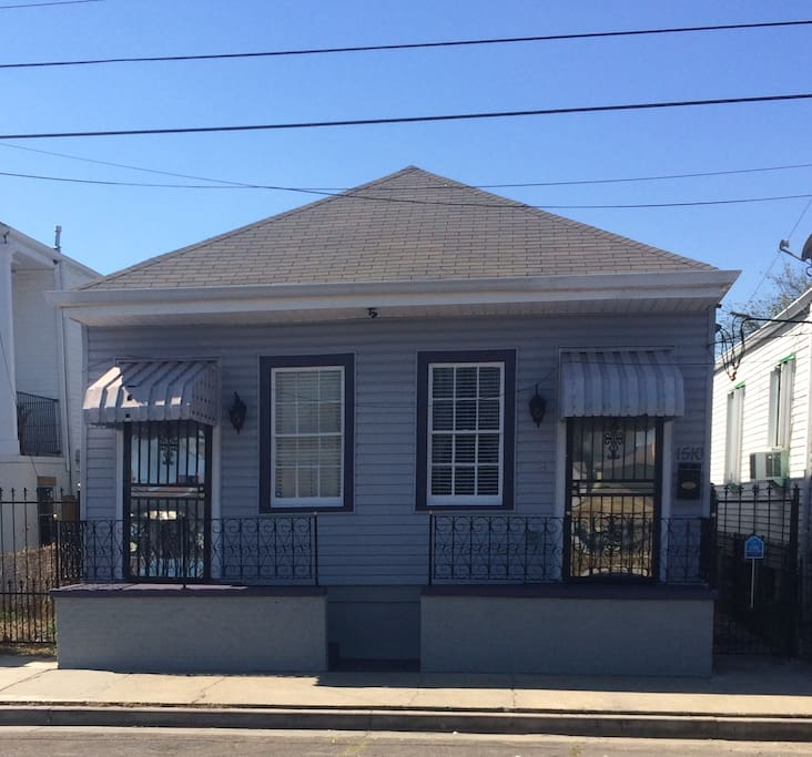 Full size renovated historical home only blocks from the Quarters.