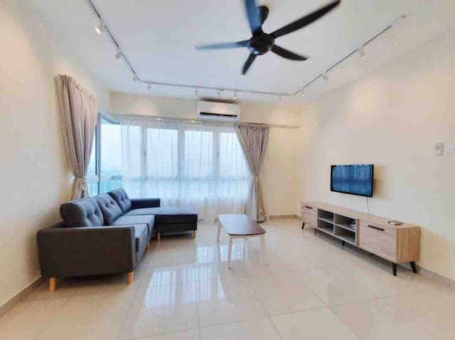 3R2B,MRT Station Condo,10PAX,FAMILY SUITE