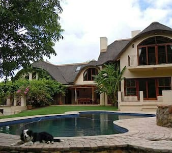 Double room in thatch home - Grabouw - Dom