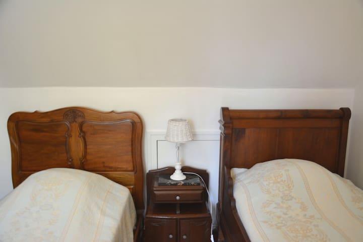 Chambre 2 avec deux lits 0,90 à l'étage