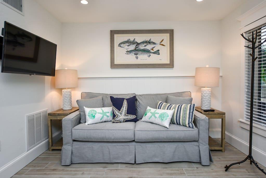 Stunning 1 Bedroom Suite - Steps to Pool, Beach, Village