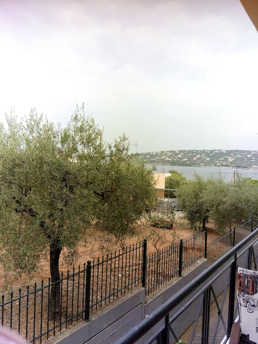 Θέα από το μπαλκόνι.