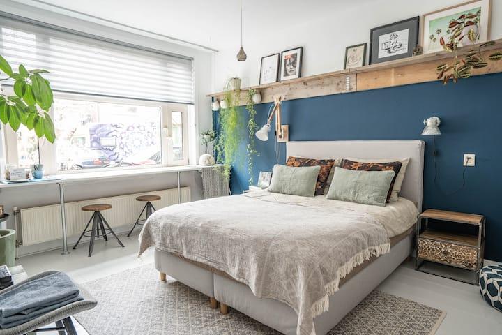 Comfortable ground floor bedroom close to center