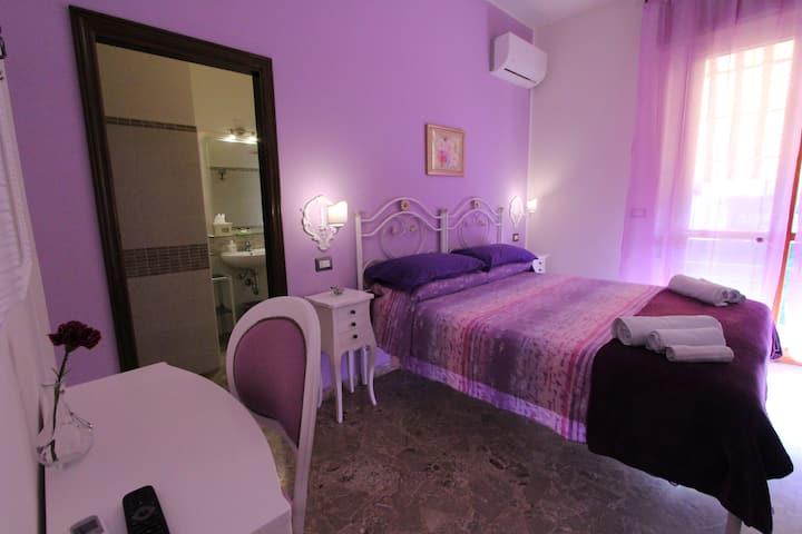 """bed & breakfast """"a casa di gabri"""" (camera viola)"""