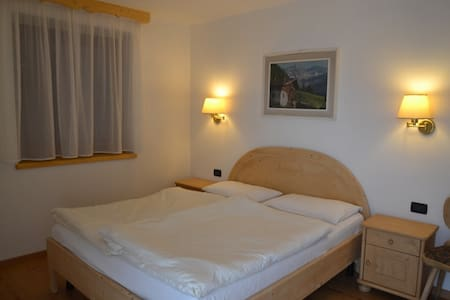 CAMERA HOTEL ALPENROSE DBL 2 PAX - Mazzin - Bed & Breakfast
