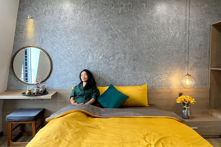 Hue crown boutique 401_yellow studio