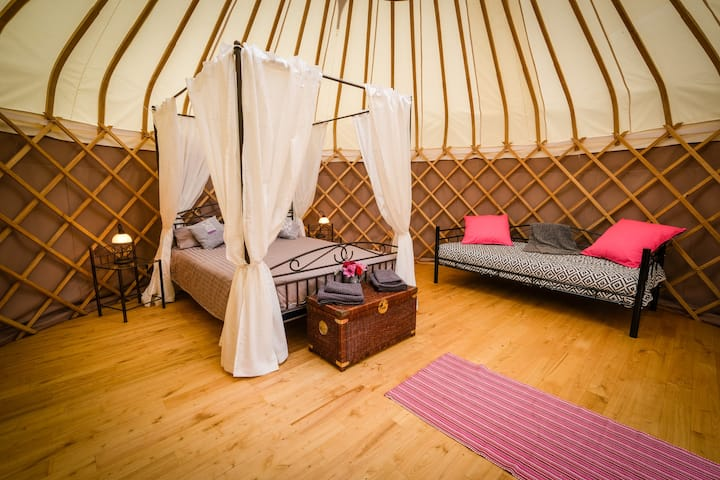 """Puy de Sancy"" Tranquil yurt with beautiful views"