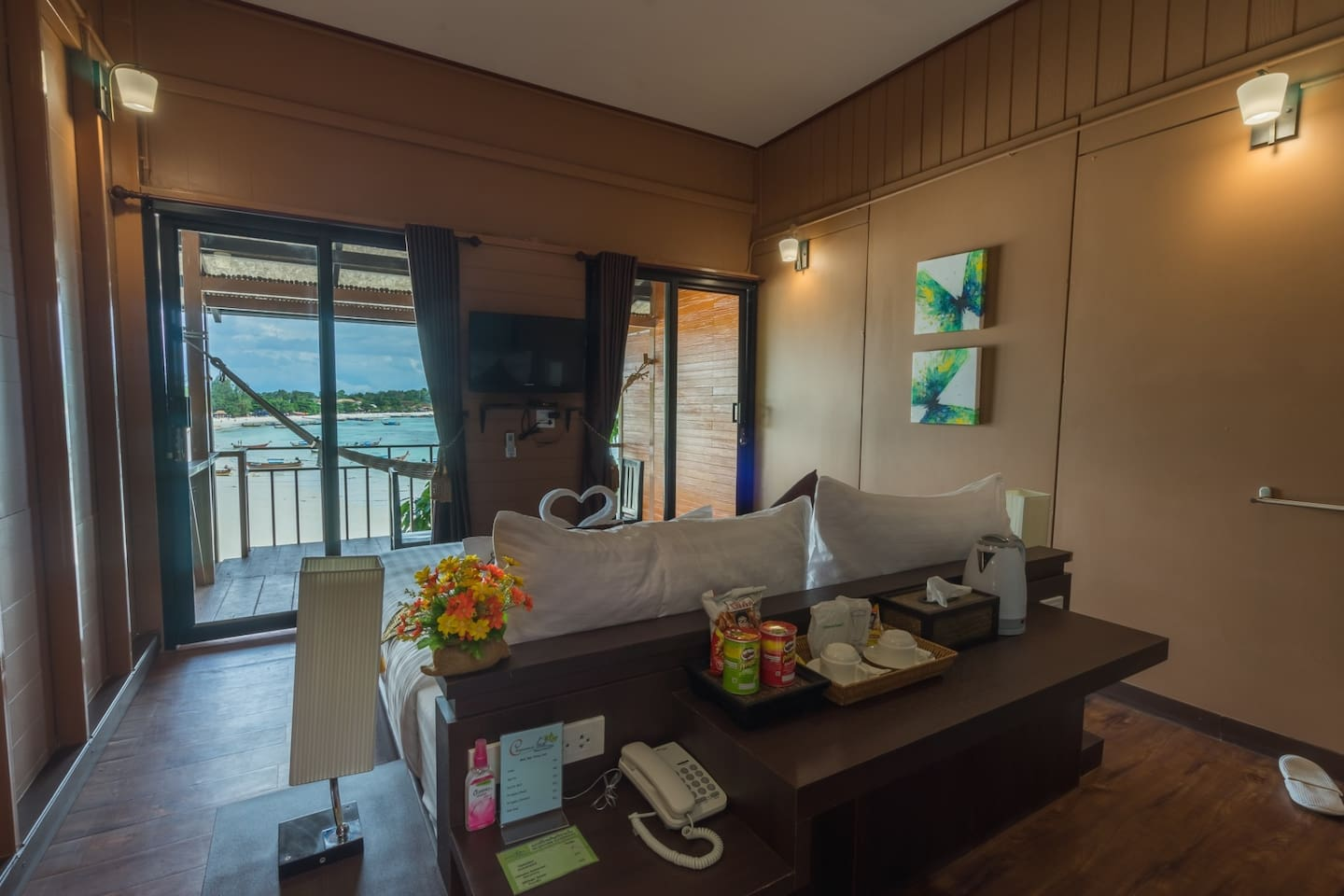 Fully equipped room with sea view