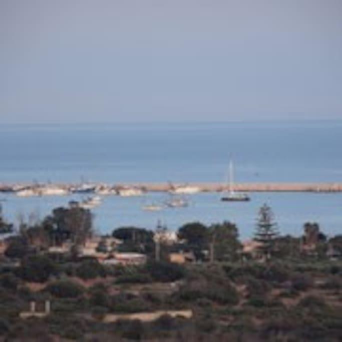 Panorama dalla casa sul porto e la spiaggia di Pantanelli.