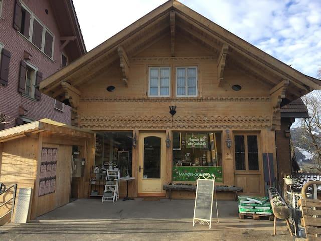 herzliche Wohnung, zentral im Dorf