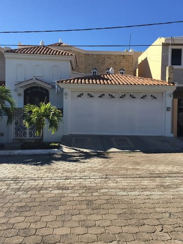 SUPER LOCATION FOR WINTER SEASON CLOSE TO BEACH - Mazatlán - บ้าน
