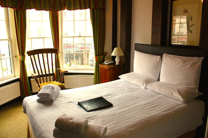Brook Red Lion Hotel - Colchester - Aamiaismajoitus