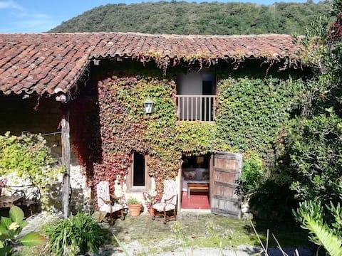 Gatehouse of the Palacio de Hualle near Comillas