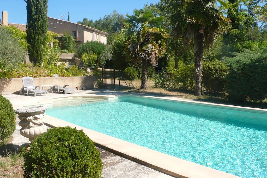 Appartement de 60m2 avec piscine en rez de jardin for Gaziniere exterieur