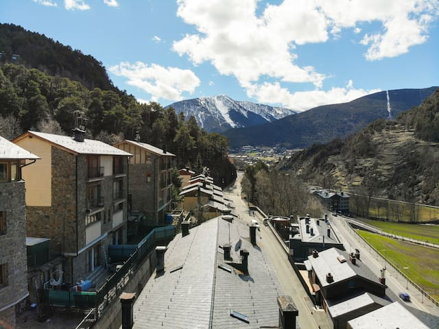 Snowflake. Spaciousness and modern style in Ordino