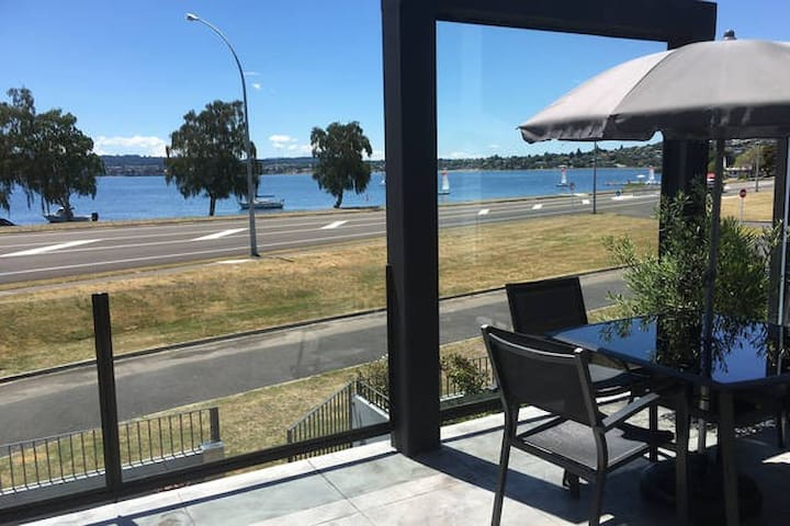 Lakefront Apartment - Double Room - own bathroom - Taupo - Apartament