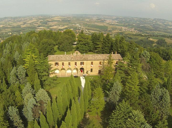 Villa di pregio, ampio giardino a 20min dal mare.
