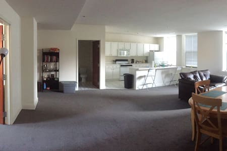 Gigantic, Downtown Apartment - New Haven - Apartment