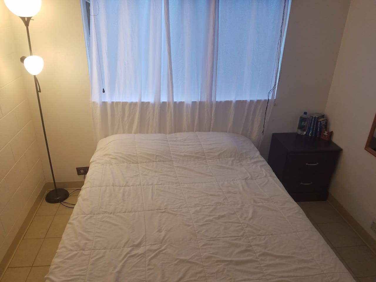 clean, cool and relaxing private room with queen size bed with freshly washed bedding