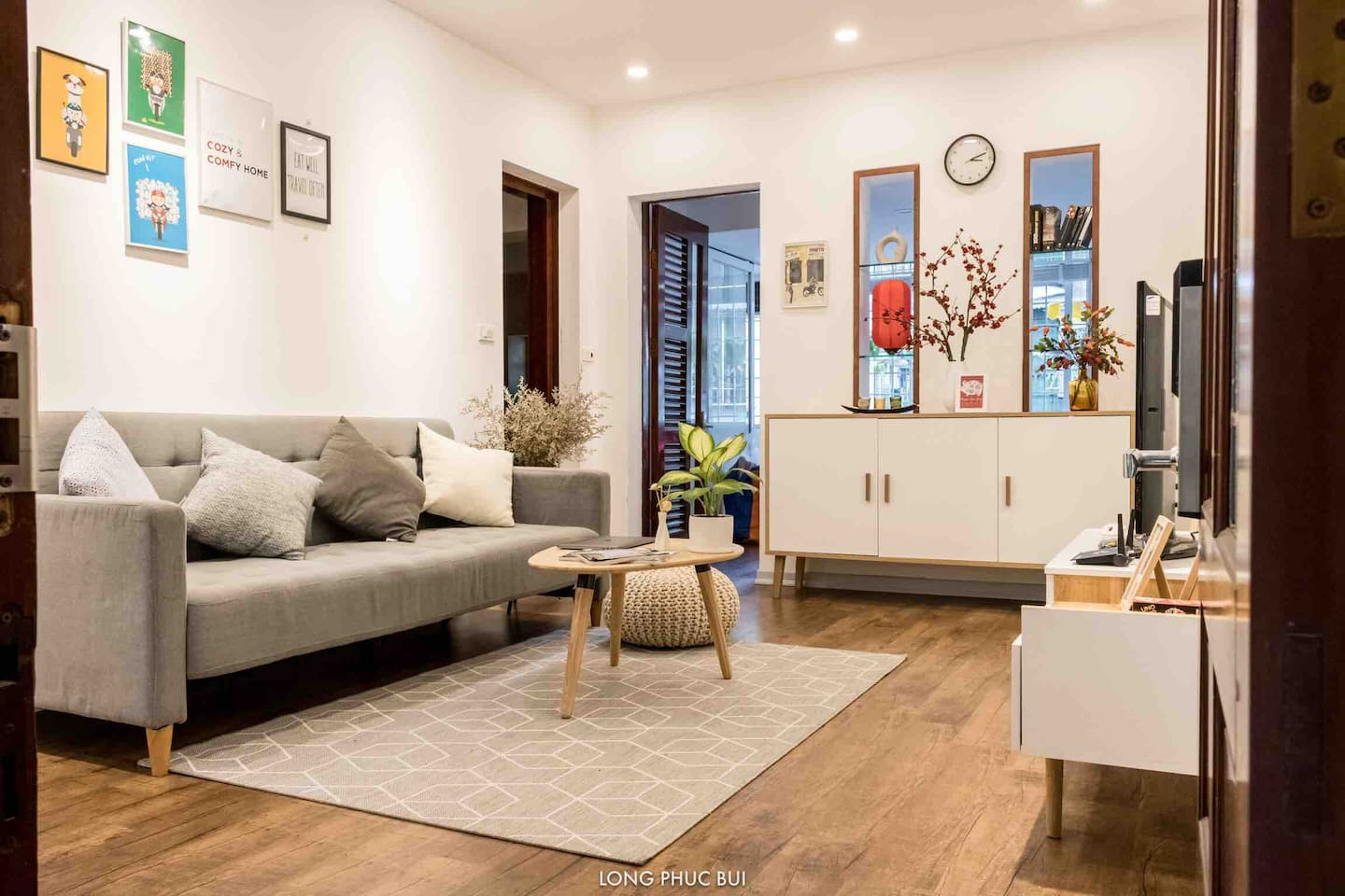 The living room was designed in modern-day style with Vietnam tradition still being the main inspiration which we really hope can give you the sense of restfulness after a tiring day of exploring the city.