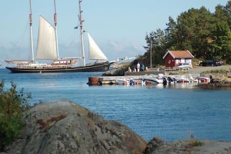 Tranquil seaside house, Holmesund, Arendal - Staubø - Haus