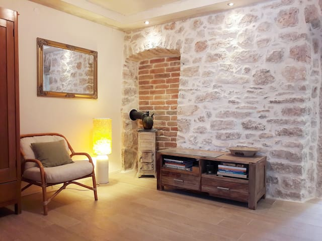 Ancient house in modern style, Apartment Sansir