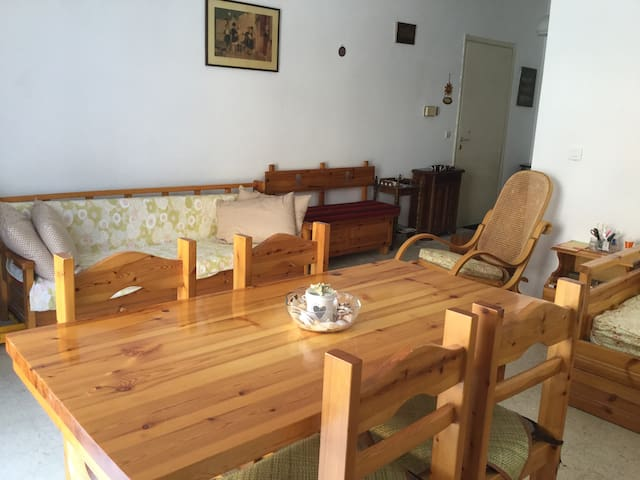Cozy flat in a  riviera spa town close to Athens - Loutraki - Appartamento