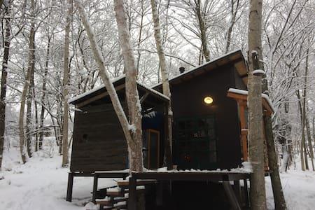 森の薪ストーブ小屋 - Chino-shi - กระท่อม
