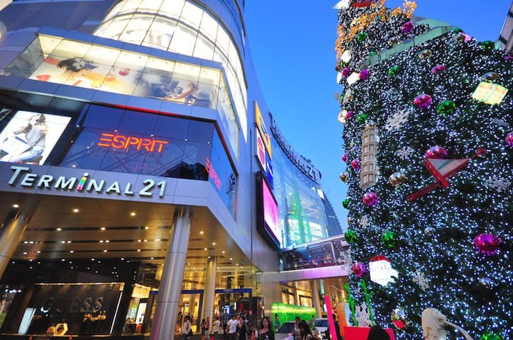 Short stroll to the new Terminal 21 shopping center
