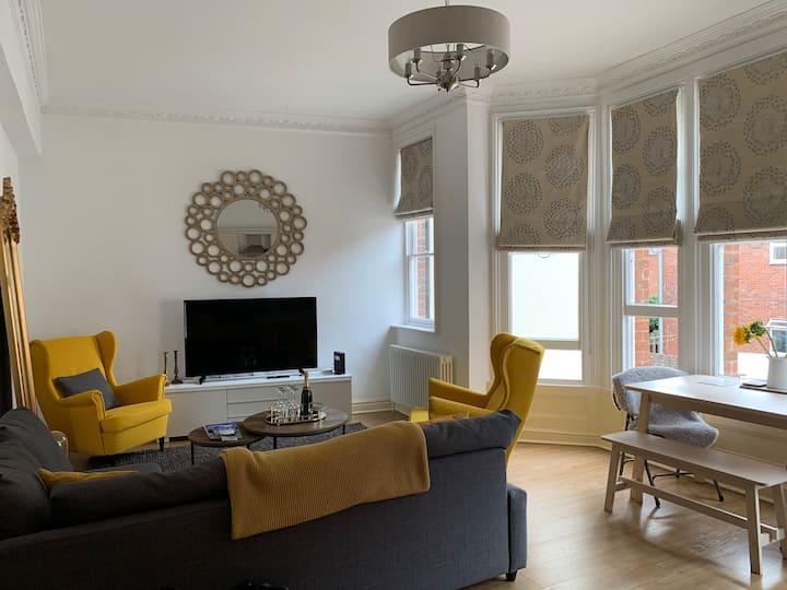Contemporary Apartment Near Gloucester Quays/Docks