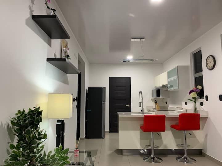 Apartamento equipado, seguro y moderno.