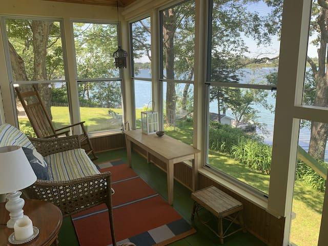 Waterfront Cottage On Basin Cove - Amazing Sunsets