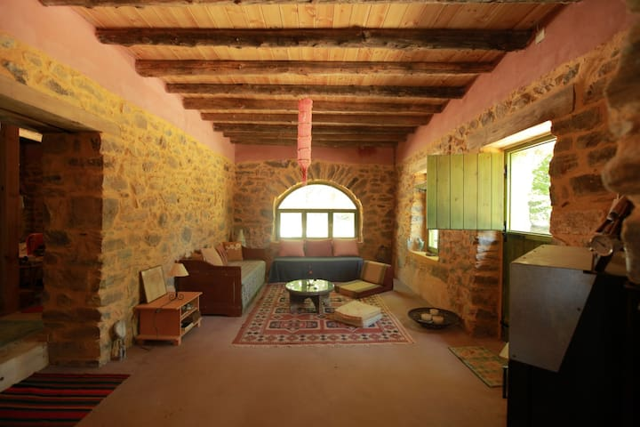 Cozy nature lodge ideal for large groups & couples - Prases - Huis