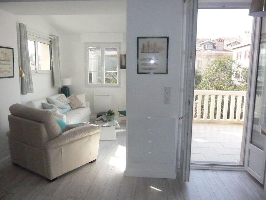 Beau t2 50 m2 neuf pr s halles terrasse sur jardin for Beau jardin apartment