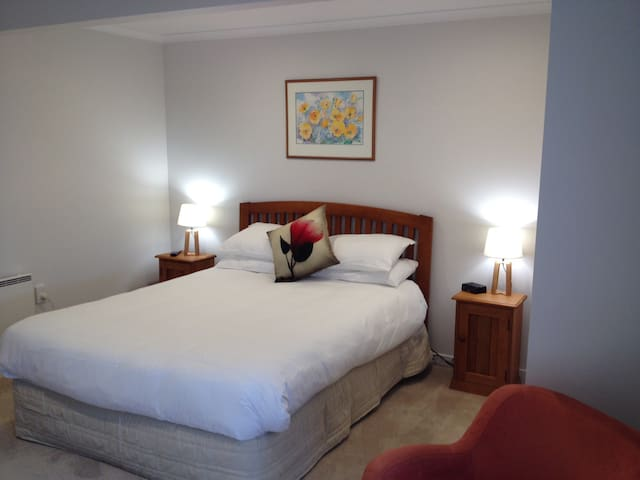 Quiet, comfortable & modern. - Dunedin