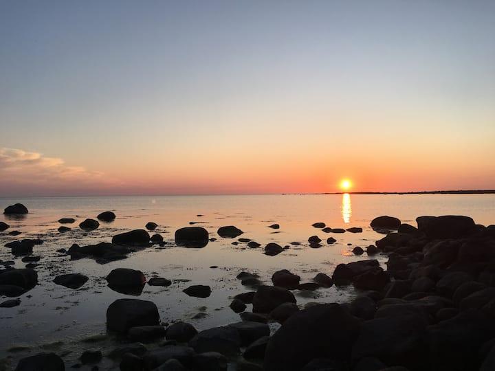 Gästhus i Stranninge vid strand och naturreservat