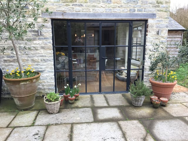 Stylish B&B in self-contained Studio - Somerset