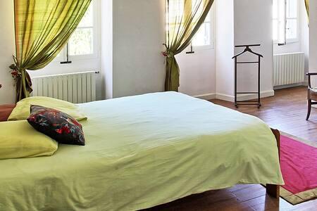 Chambre au Chateau de Laubardemont - Sablons - Şato