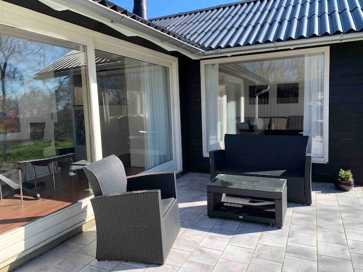 Sommerhus i stille område med skøn natur