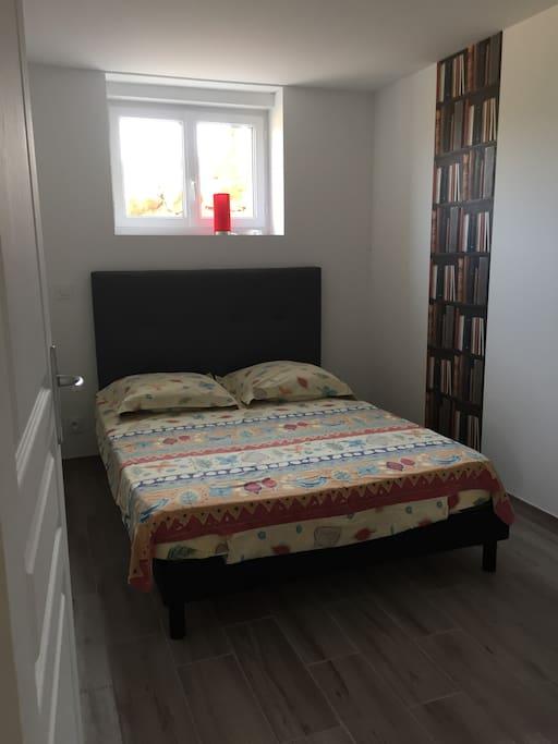chambre double avec lit en 140