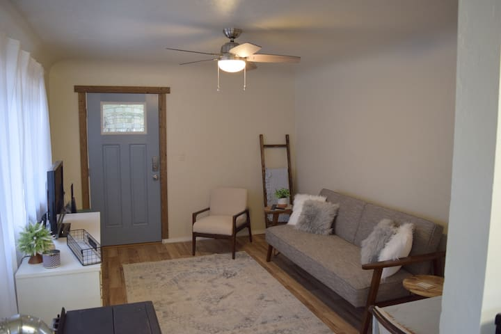 NEW!! Charming Getaway in the heart of Nampa