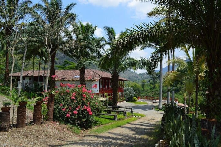 Hacienda La Fonda: Casa Tradicional Cafetera - Manizales - Huis