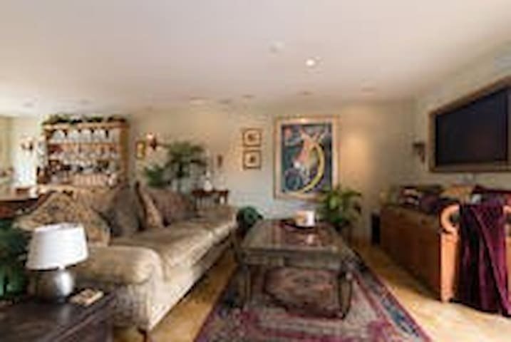 Master Suite /Steps from RB Pier