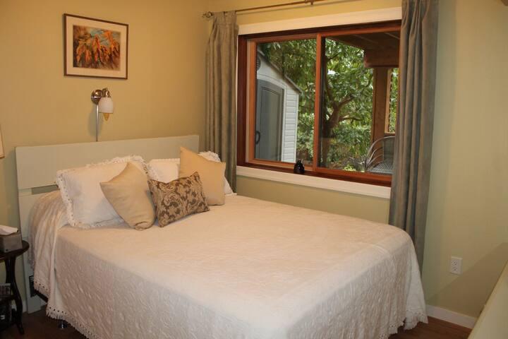 Hazelnut B&B - (private suite - no kitchen)
