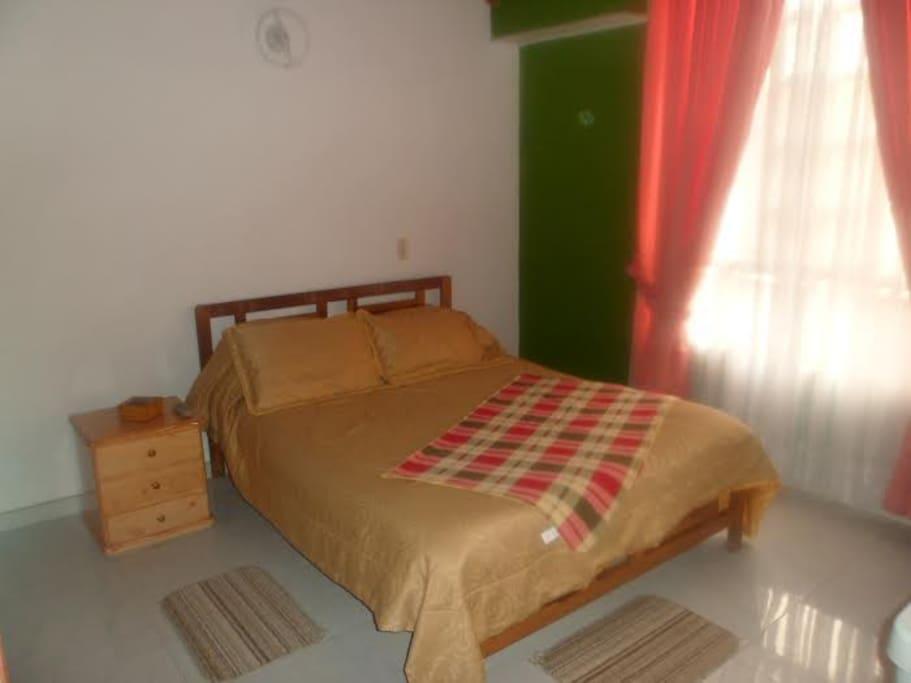Habitaciones confortables amobladas para turistas casas for Habitaciones amobladas