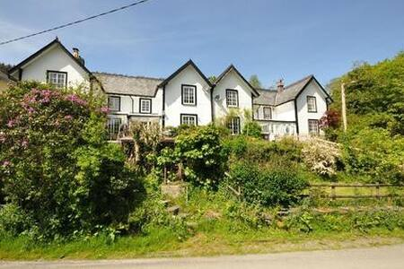 Quaint Welsh Cottage near Machynlleth
